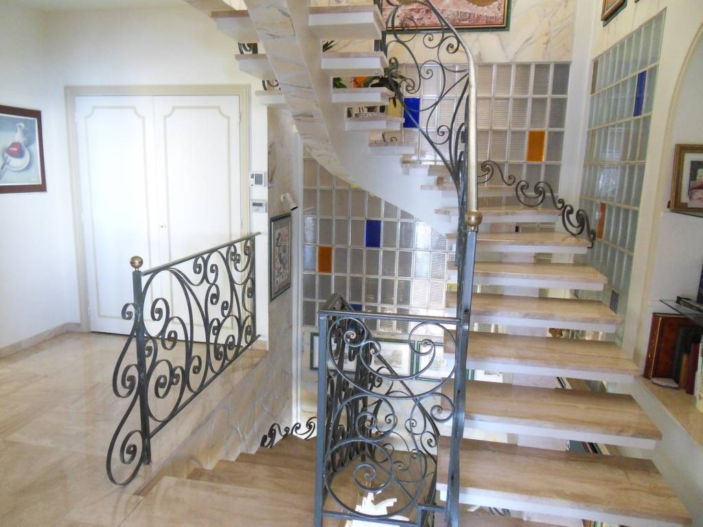 VIAGER OCCUPE villa 8 pièces CAP D'AIL